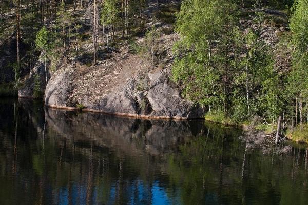 Vielä rakentamattoman Haarikko-järven rantakallioita.