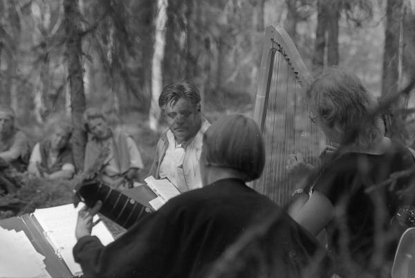 Metsämatinea Talaskankaalla 29.7.1989. Keskellä kirjailija Aarno Kellberg.