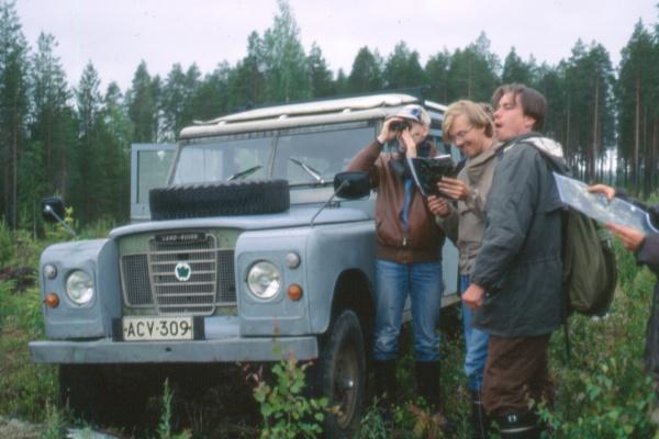 Luonto-Liiton metsäryhmä aloittelemassa aarniometsäkartoituksia Kuhmossa 1992. Kuvassa Janne Kumpulainen, Jorma Rinkinen ja Jarmo Pyykkö.