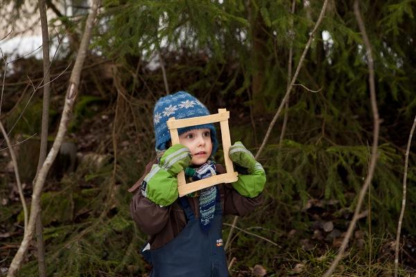 Puukehyksillä sai ottaa kuvia eri kohteista. Tässä omakuva.